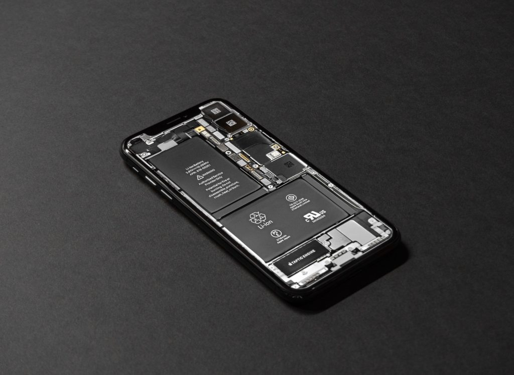 Photo fo a lithium-ion battery in a cellphone. Photo credit: Tyler Lastovich on Unsplash.